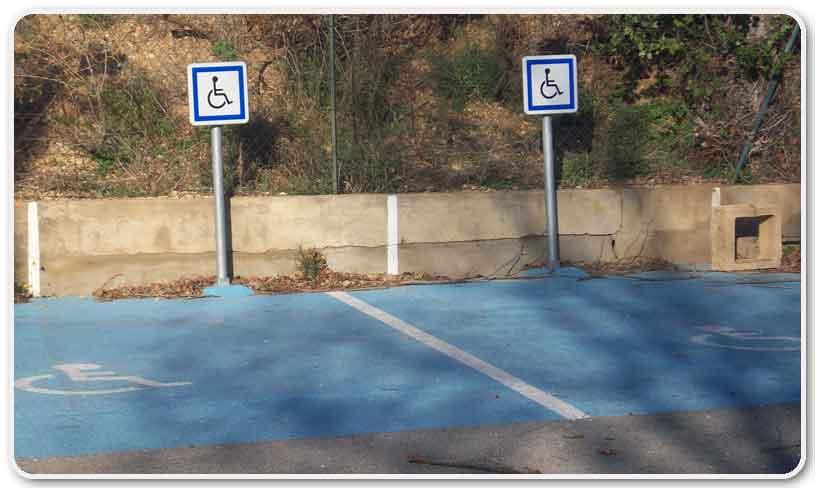 Des places pour handicapés