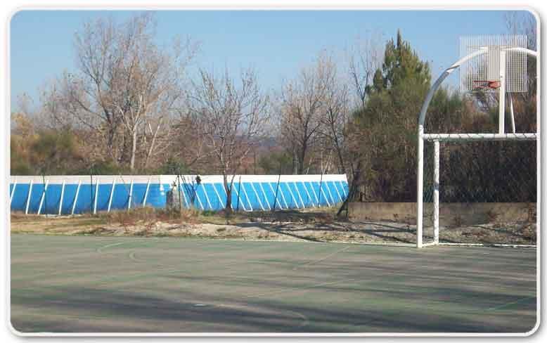Piscine et plateau sportif